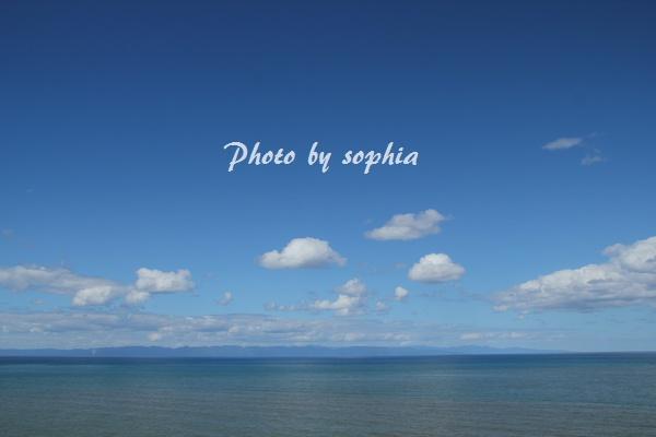 青い日本海と佐渡