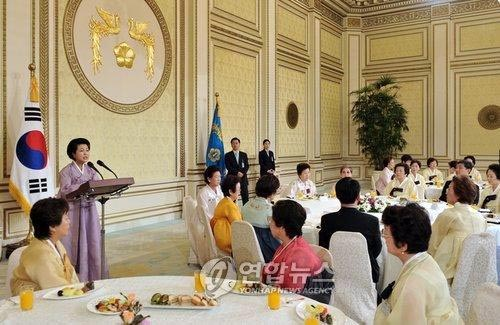 ◆在日韓国人に地方参政権を、金潤玉・大統領夫人