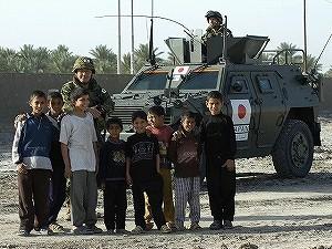 サマーワ市民と自衛隊員 3e2d46e4c42aa11687ac5733277ef87b