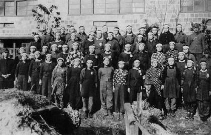 ・工場に動員される女学生(日本人) 1186973