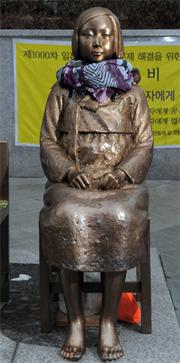 ・・・在韓日本大使館前に建てられた平和の碑の記述めぐり「妄言」
