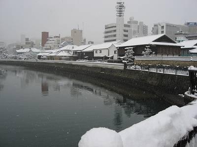 雪景色の出島外観