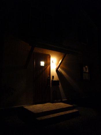 夜間照明玄関2
