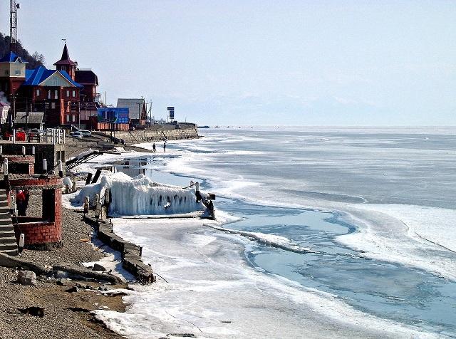 1280px-Lake_Baikal-Listwjanka.jpg