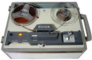 昔のテープレコーダー