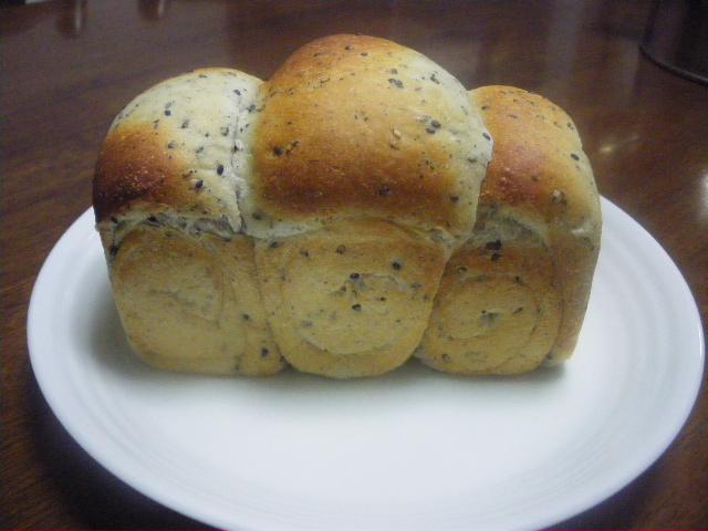 黒ごまの食パン1