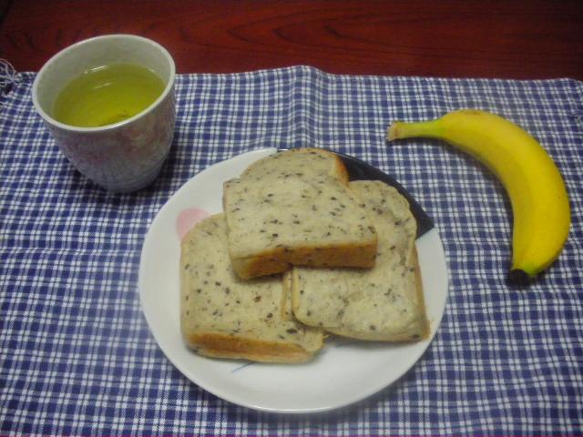 黒ごまの食パン2
