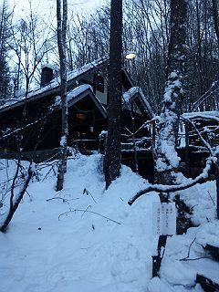 121129雪の中の森の時計