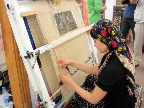 絨毯織りの少女