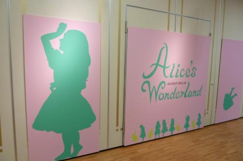 アリス展の廊下