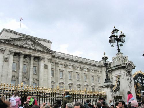 宮殿と観光客