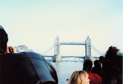迫り来るタワーブリッジ