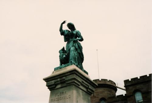 インバネス城の像