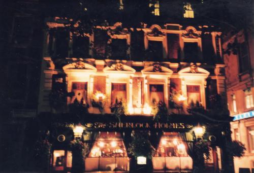 パブ・ホームズの夜景