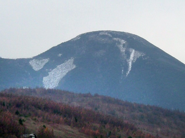 蓼科山 薄っすらと雪