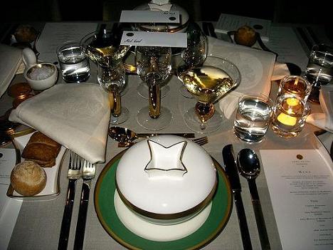 800px-Nobel-banquet-table[1]