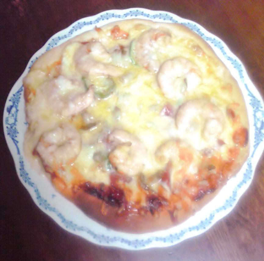 今日は大きなエビ入りの手作りピザ