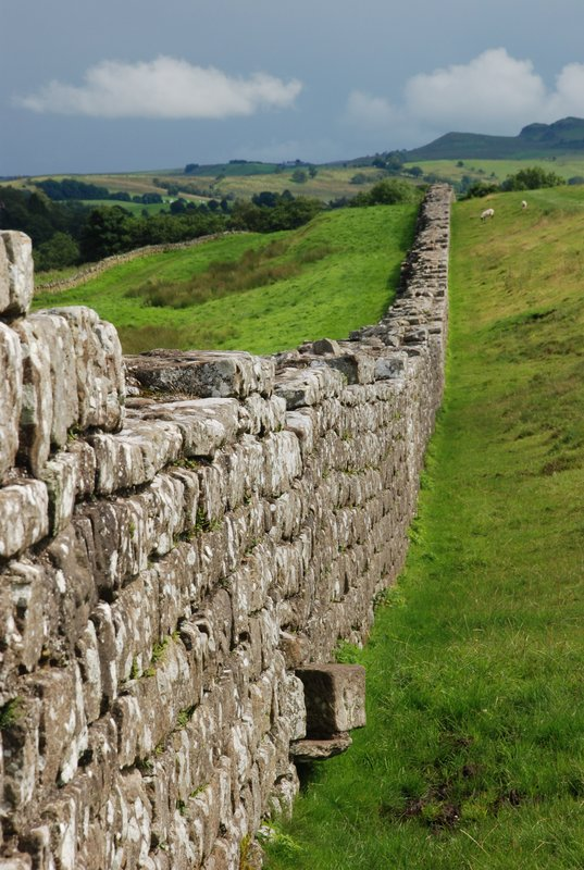 large_270_hadrian_s_wall[1]