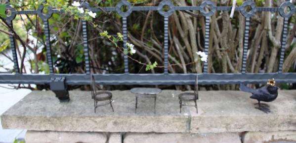 IMG_1448花とテーブルs