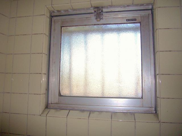カビ窓画像