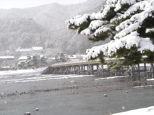 DSC01228雪の渡月橋