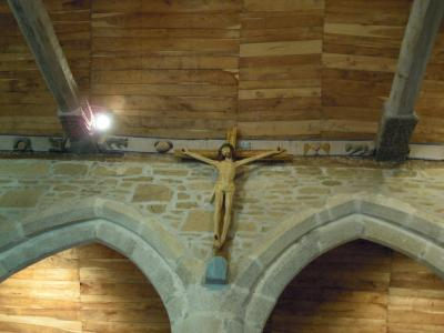 lrg_10163633黄色いキリスト磔刑像