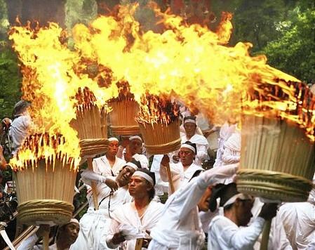 img_1288966_38644592_0那智の火祭り