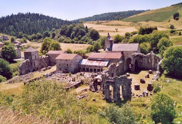 800px-Mazan_l_Abbayeマザン修道院の廃墟