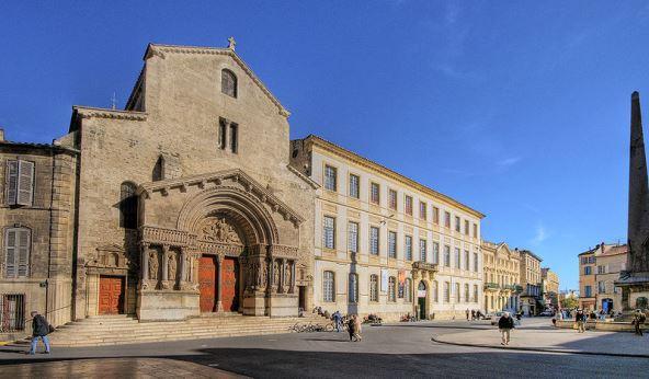 800px-Arles_Eglise_Saint_Trophimeサントロフィーム