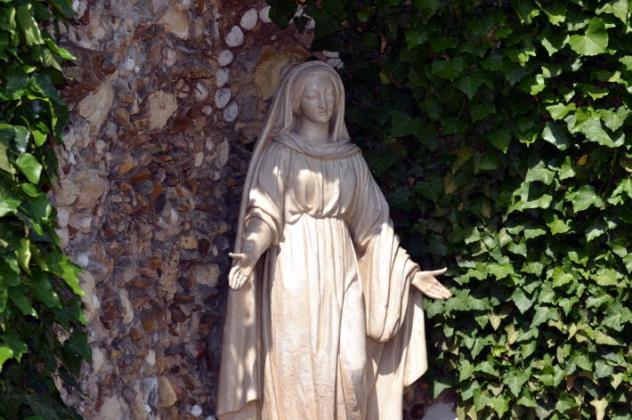 110521-lourdes6631サン・ジル 水の聖母