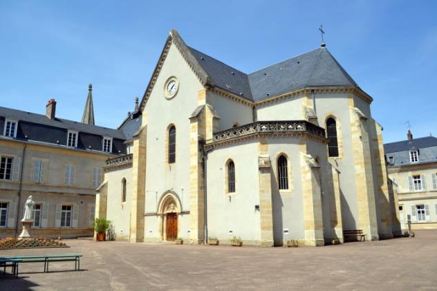 110521-lourdes7261ベルナデッタの棺が安置されている聖堂