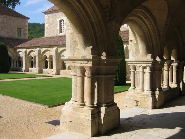 Fontenay20フォントネー中庭の回廊
