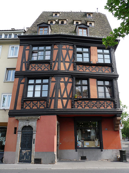 447px-Strasbourg-27,_quai_des_Bateliers_(1)ストラスブール木組みの家