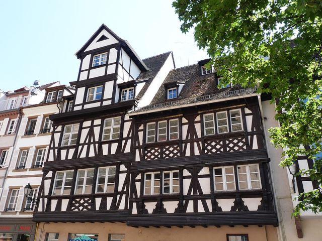 800px-Strasbourg-6-8_GrandRueストラスブール木組みの家