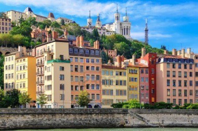 15253989-lyon-cityscape-from-saone-river-franceフルヴィエールの丘