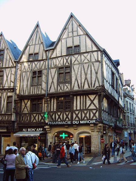 450px-Dijon_coin_du_miroir_054ディジョン中世の家