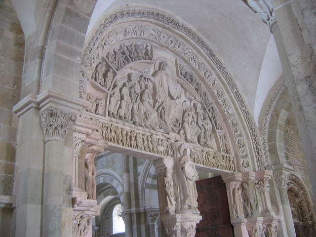 800px-Vezelay_Tympan12サント・マドレーヌ教会ティンバヌム