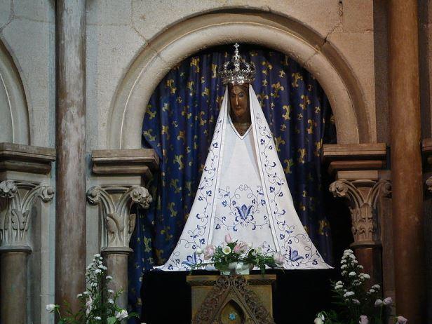 800px-Notre-Dame_Dijon_Vierge_noire黒い聖母