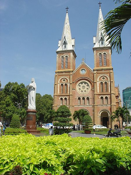 450px-HCMC_Notre_Dame_Cathedralサイゴン大聖堂