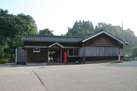 倶利伽羅 駅舎