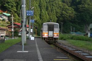 中土駅 キハ120