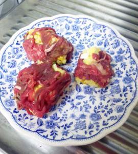 卵入りご飯の牛肉まき