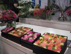 箱にぎっしり詰まったお花たち
