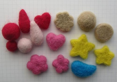 羊毛の小さなコロコロちゃんたち