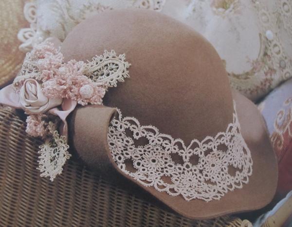 タッチングレースの帽子飾り