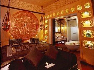 サワディー ビレッジ ホテル (Sawasdee Village Hotel)