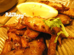 鶏手羽先肉のエスニック揚げ