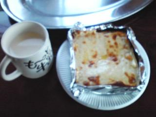 土田牧場のチーズトースト&牛乳