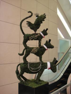 百貨店のクリスマス装飾 (ブレーメンの音楽隊)
