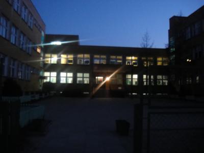 学校前で待ち合わせ